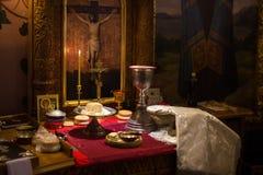 Messkelch für Kommunion im orthodoxen Kloster Stockbilder