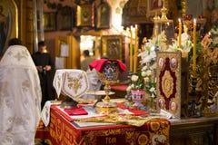 Messkelch für Kommunion im orthodoxen Kloster kiew Stockfotografie