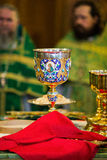 Messkelch für Kommunion im orthodoxen Kloster kiew Stockbilder