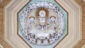 Messkelch und Oblate des heiligen Abendmahl stockbild