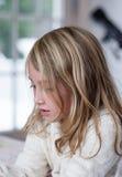 Messwert des jungen Mädchens Stockbild