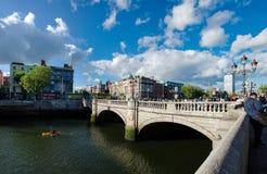 Mest berömd bro i Irland, o'connell gata, dublin stadsmitt Arkivbilder