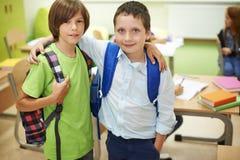 Mest bra kompisar i klassrumet Arkivbild