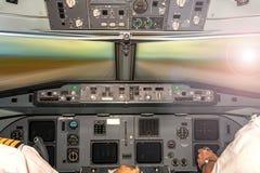 Mest bra kontor för flygplancockpit- Arkivbilder