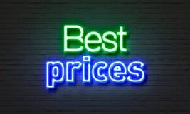 Mest bra prisneontecken på bakgrund för tegelstenvägg Royaltyfri Bild
