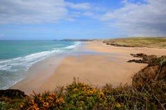 Mest bra UK sätter på land Perranporth norr Cornwall England UK rika färger royaltyfri fotografi