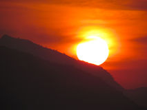 Mest härlig och mest färgrik bergsolnedgångplats Royaltyfri Fotografi