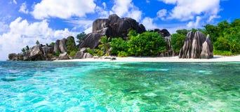 Mest härlig tropiska stränder - Anse källa som är d'argent i Lapik royaltyfri fotografi