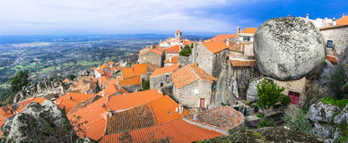 Mest härliga byar - Monsanto, Portugal arkivbilder
