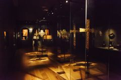 Mestia, Georgia - 25. April 2017: Innenhalle von Svaneti-Museum der Geschichte und der Ethnographie Lizenzfreie Stockbilder