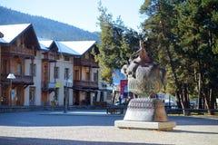 MESTIA GRUZJA, LISTOPAD, - 21, 2016: Rzeźba Tamar Wielki, królowa Gruzja, w Mestia wiosce na chłodnym słonecznym dniu wewnątrz pó Zdjęcia Stock