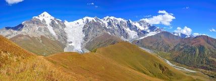 Mestia-Ushguli牛拉车旅行, Svaneti佐治亚 免版税库存照片