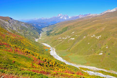 Трек Mestia-Ushguli, Svaneti Georgia Стоковые Фотографии RF