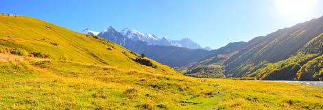 Mestia-Ushguli trek, Svaneti Georgia Arkivfoton