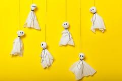 Mestiere di attività di Halloween, composizione spaventosa nei fantasmi per i bambini fotografia stock