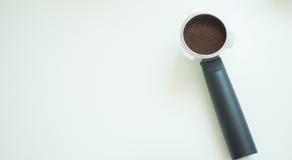 Mestolo del caffè su fondo bianco Fotografia Stock