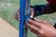 Mesure de l'athlétisme en hauteur avec le fond gentil photo stock