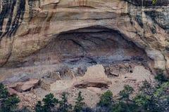 Mesy verde park narodowy - falezy mieszkanie w pustynnym góry lan fotografia stock