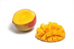 Metà affettata di un mango maturo Fotografia Stock Libera da Diritti