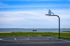 Metà campo di pallacanestro immagini stock