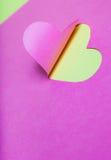 Metà-Cut del cuore da documento rosa Immagini Stock