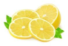 Metà del limone e dei pezzi su bianco Fotografia Stock
