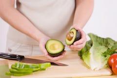 Metà dell'avocado Immagini Stock
