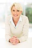 Metà di donna allegra di età Fotografia Stock