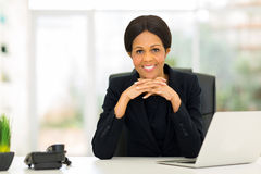 Metà di donna di affari dell'Africano di età fotografia stock