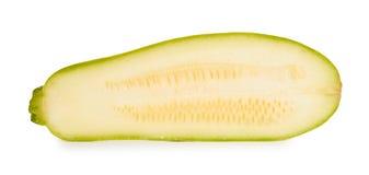 Metà organica fresca verde dello zucchini isolata su fondo bianco Fotografie Stock Libere da Diritti