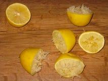 Metà schiacciate dei limoni Fotografie Stock