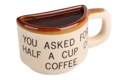 Metà un della tazza di caffè isolata su bianco Immagine Stock Libera da Diritti