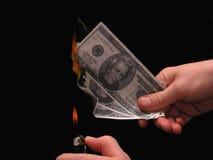 Metáfora: Dinheiro a queimar-se Fotografia de Stock Royalty Free