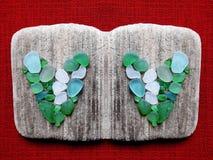 Met de hand gemaakt beeld met hart die overzees hout en glas, Litouwen gebruiken royalty-vrije stock afbeelding