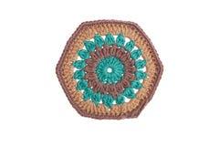 Met de hand gemaakt decoratief die servet, met kleurrijke draden wordt gehaakt royalty-vrije stock fotografie