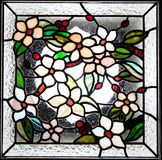 Bloemen gebrandschilderd glaspaneel Stock Afbeeldingen