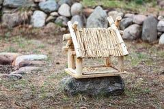 Met de hand gemaakt houten vogelhuis Stock Foto