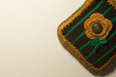 Met de hand gemaakte breiende die wol op witte achtergrond wordt geïsoleerd Royalty-vrije Stock Foto