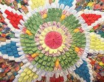 Met de hand gemaakte cirkeldeken met bloemenpatroon in lapwerkstijl Royalty-vrije Stock Afbeeldingen
