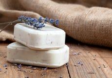 Met de hand gemaakte de zeepstaven van de lavendel royalty-vrije stock foto