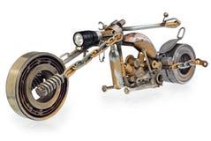 Met de hand gemaakte die motorfiets, bijl, kruiser uit metaaldelen wordt samengesteld, B stock foto's