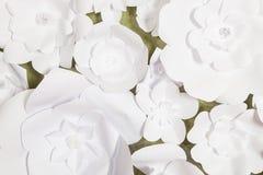 Met de hand gemaakte document bloemen op binnenland Royalty-vrije Stock Afbeeldingen