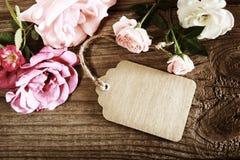 Met de hand gemaakte document markering met koord en rozen stock afbeelding