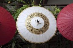 Met de hand gemaakte document paraplu's of parasols royalty-vrije stock fotografie