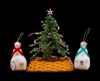 Met de hand gemaakte geïsoleerde Nieuwjaarboom en 2 snowmans Royalty-vrije Stock Afbeeldingen