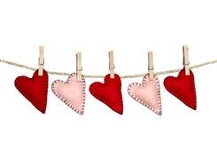 Met de hand gemaakte gestikte harten op een lijn Royalty-vrije Stock Foto's