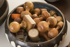 Met de hand gemaakte houten zegel met oosters ontwerp stock afbeelding