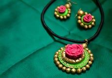 Met de hand gemaakte juwelen Stock Fotografie