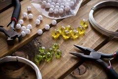 Met de hand gemaakte juwelen, juwelenlevering Royalty-vrije Stock Foto