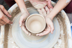 Met de hand gemaakte keramiekproductie royalty-vrije stock afbeeldingen